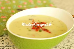 Paprikomis pagardinta trinta bulvių sriuba
